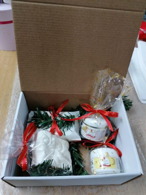 Cutie deschisa cu cadouri nat Comoaracristinei