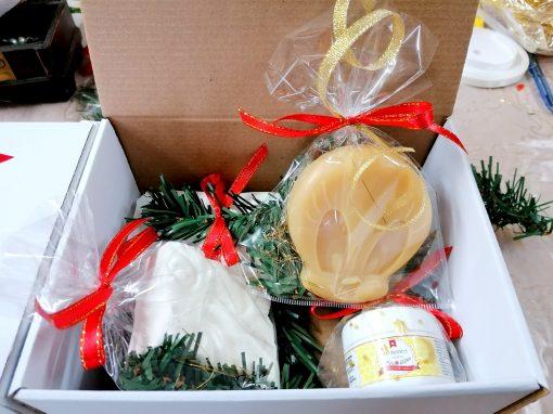 Cutie deschisa cu cadouri natur Comoaracristinei